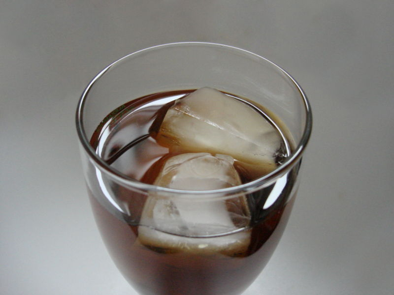 800px-Iced_tea_with_ice_cubes.jpg